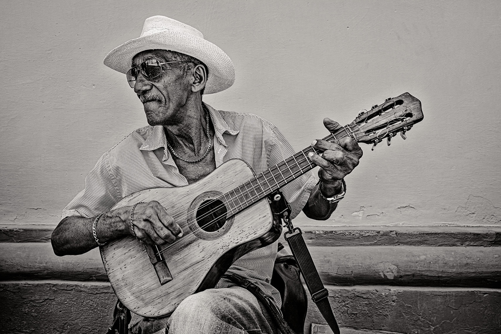 cuba-guiterplayer1