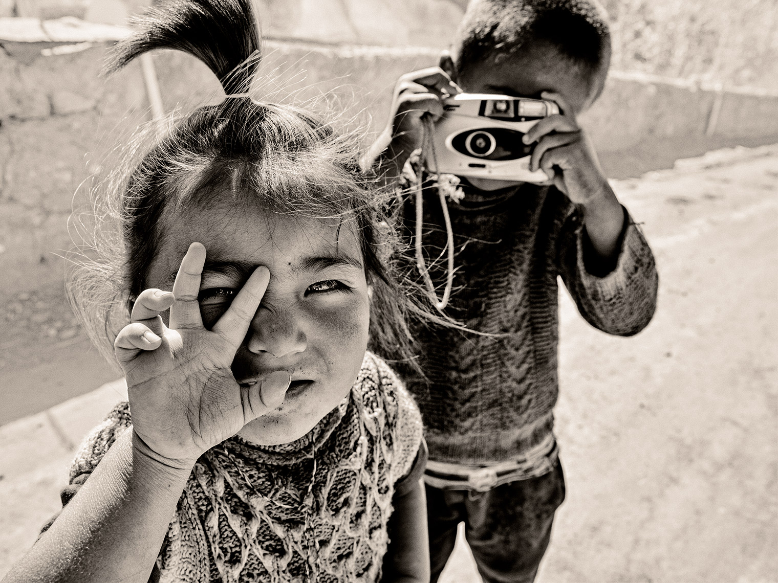 india-kidswithcamera
